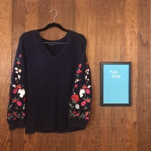 American Eagle Outfitters Embroidered Sweater M
